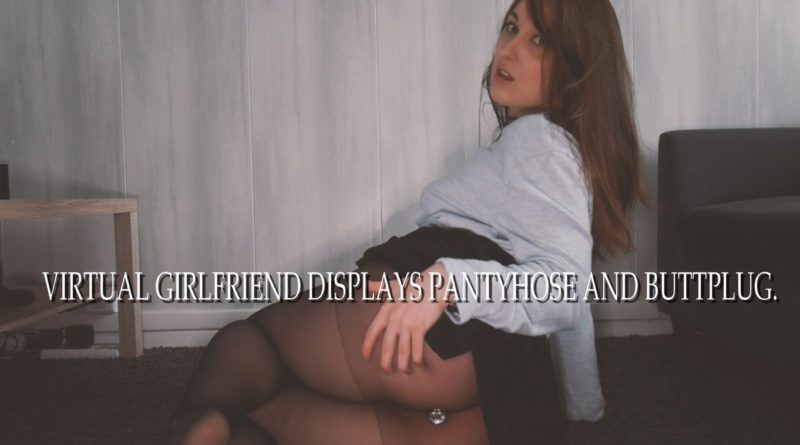 AMATEUR SOFTCORE GFE – Virtual girlfriend displays pantyhose and buttplug.