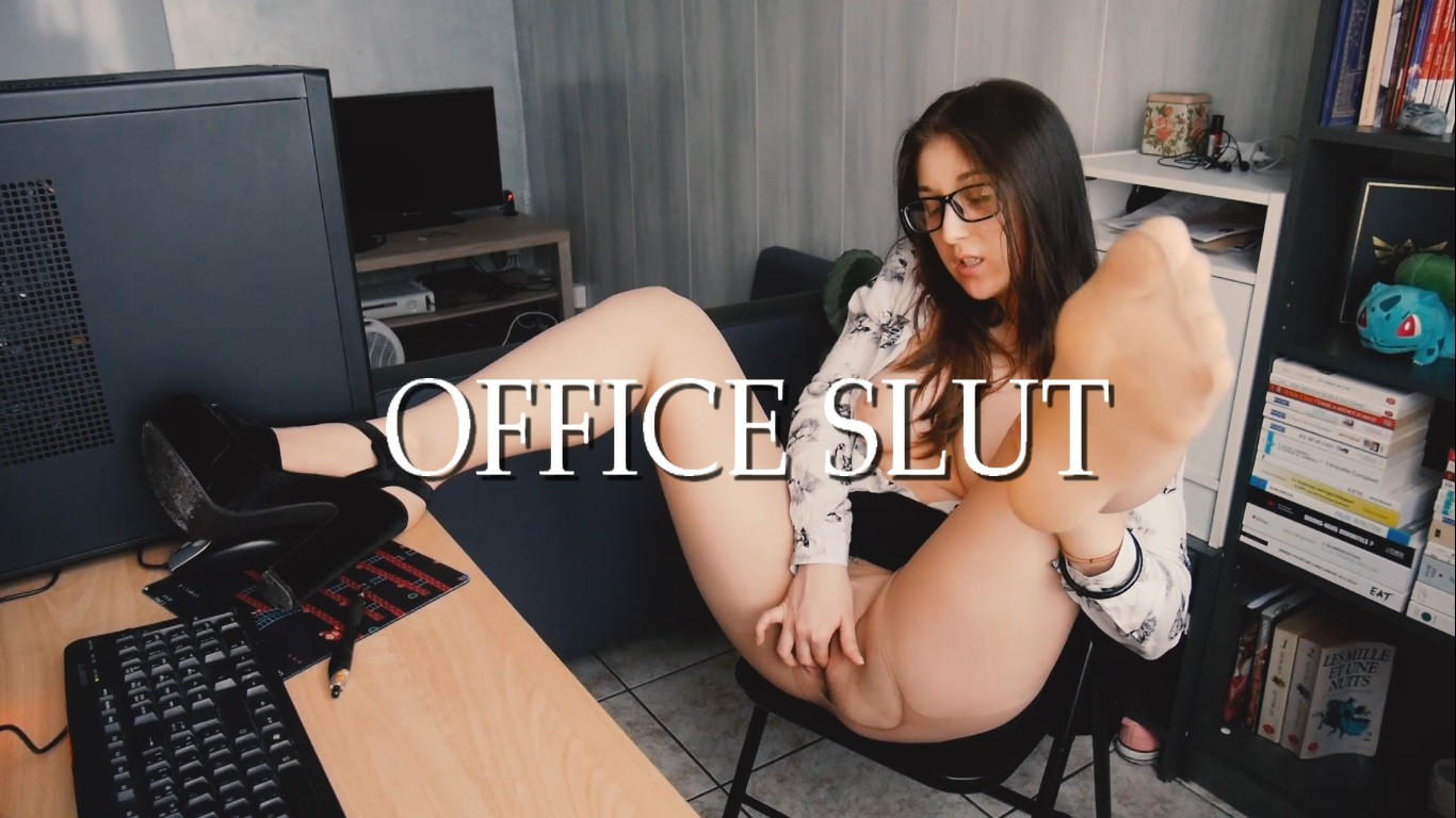 FOOT FETISH SPYING - Office Slut
